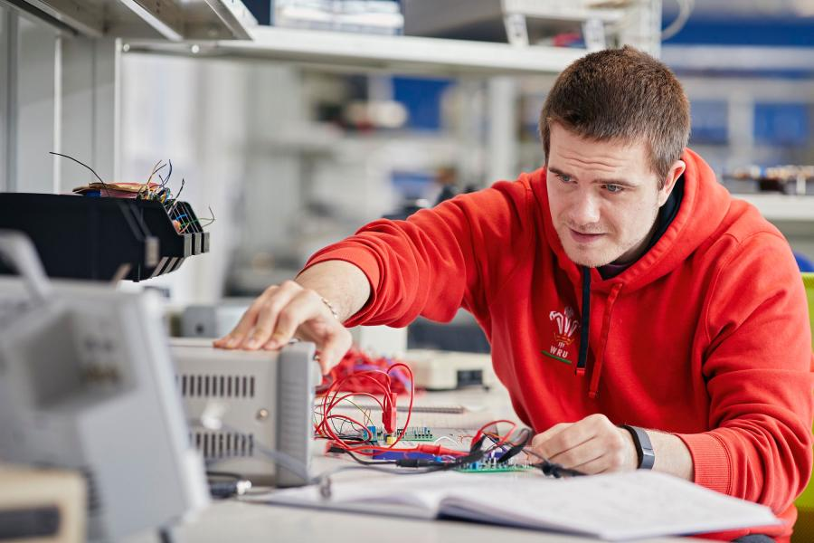 Students working in Electronic Engineering and Computer Science Lab